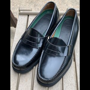 LL Bean extralyte sole black penny loafers. EUC 11